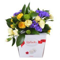 """Предлагаем вашему вниманию оригинальный подарок - нежное цветочное оформление на коробке конфет """"Раффаелло"""". Сладости и цветы — лучший презент"""