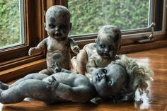 40 Disturbing Doll Art Crafts, Which Will Stay In Your Mind - Bored Art Halloween Doll, Creepy Halloween, Halloween Horror, Holidays Halloween, Halloween Crafts, Halloween Party, Creepy Baby Dolls, Zombie Dolls, Haunted Dolls