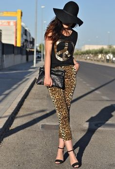 Love the top - 32 Street Style Look With Leopard Print Details