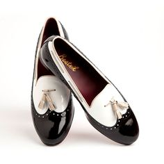 DINAH | beatnikshoes.com  - Ballerina Handmade in Spain in genuine black and white patent leather. Worldwide shipping by UPS. € 129,99