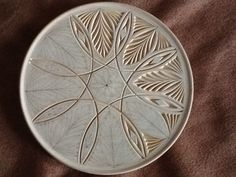 Wood Carving Designs, Wood Carving Patterns, White Lotus Flower, Dremel Projects, Chip Carving, Leather Art, Wood Sculpture, Craft Work, Wood Design