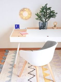 Discover our washable cotton and wool rugs. Handcrafted with natural fibers and non-toxic dyes. They can be washed at home! Ecofriendly and high quality rugs. Washable Area Rugs, Machine Washable Rugs, Diy Tapis, Lorena Canals Rugs, Ethnic Decor, Plastic Adirondack Chairs, Natural Rug, Cool Chairs, Side Chairs