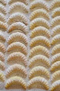 arra kell ügyelni, hogy körülbelül percenként vegyük ki a mikróból, keverjük Hungarian Desserts, Hungarian Cake, Hungarian Recipes, Hungarian Food, Austro Hungarian, Xmas Desserts, Sweet Desserts, Hannukah Cookies, Christmas Cookies