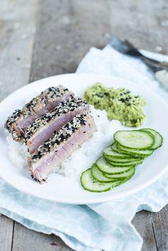 Als inspiratie. Zonder komkommer (niet in huis), avocado met wat limoen, vis in grilpan, zaadjes later erop gedaan (voorgebakken) en niet op vis voor kinders. (Met aardappeltjes, romanesco en broccoli). Lekker!