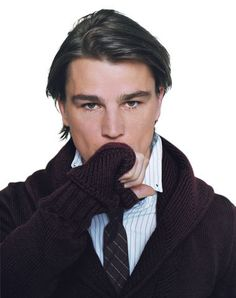 Just when he was becoming the next It boy, Josh Hartnett put the brakes on stardom and checked out of Hollywood. If his groundbreaking role in Brian De Palma's The Black Dahlia is any indication, this is no ordinary comeback Ethan Chandler, Josh Hartnett, Why Do Men, Dream Boyfriend, Black Dahlia, Male Poses, Pretty Men, Celebs, Celebrities