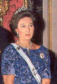 La Infanta Doña Margarita con la tiara de zafiros que pertenecio a su madre y que actualmente pertenece a la Infanta Pilar
