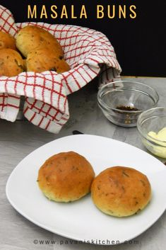 Masala Buns are freshly baked soft and delicious rolls with lots of spices and herbs. These buns are flavoured with Thyme, crushed cumin seeds and the aroma Healthy Snacks, Healthy Recipes, Delicious Recipes, Soup Recipes, Cooking Recipes, Bun Recipe, Indian Food Recipes, African Recipes, Indian Snacks