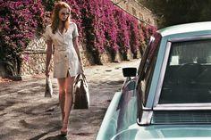 La Dame Dans L Auto Avec Des Lunettes Et Un Fusil Samantha Copertine Di Libri Fotografia