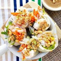 Fresh shrimp spring rolls with vermicelli noodles, pickled carrots, chopped romaine, basil, and chopped peanuts. Serve with creamy peanut dipping sauce. Gf Recipes, Seafood Recipes, Asian Recipes, Vegetarian Recipes, Healthy Recipes, Ethnic Recipes, Recipes Appetizers And Snacks, Yummy Appetizers, Shrimp Spring Rolls