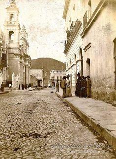 Calle España, en Salta.Circa 1900.