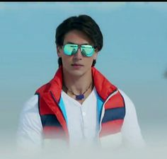 So adorable he is. Boy Images, Boy Pictures, Tiger Dance, South Hero, Tiger Love, Tiger Shroff, Disha Patani, Beautiful Bollywood Actress, Movie Photo