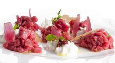 Battuto+di+manzo+piemontese,+cipolle+rosse+in+agrodolce,+burrata+al+pepe+rosa