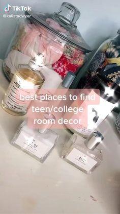 College Room Decor, Teen Room Decor, College Dorm Decorations, Wall Decor For Dorm, Teen Bedroom Decorations, Apartment Ideas College, Teen Apartment, Girl Dorm Decor, Preppy Dorm Room