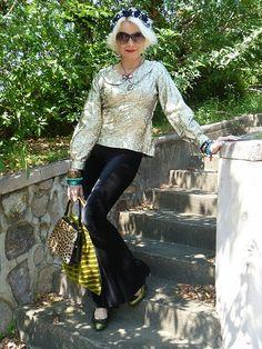 Velvet bell-bottom pants + gold 60's vintage top = Awesome.