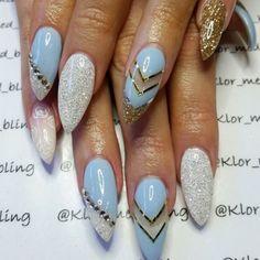Fierce yet elegant princess nails by @klor_med_bling.
