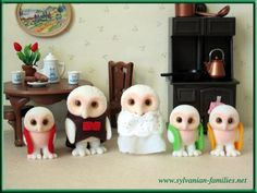 OH MY GOD!!!!!!!!!!!!! A White Owl Family....... OWLS!!!!!!!!!!!!!!!!!!!!!!