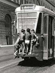 Free transportation, Naples 1950s // by Mario Cattaneo