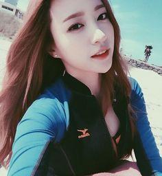 EXID's member Hani revealed self-camera photos taken at the beach.