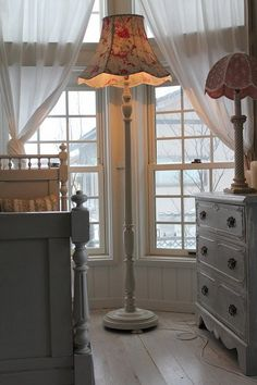"""""""Made in England Old Standard floor lamp"""" ancient and modern times, gently Coconfouato [antique lighting and antique furniture] antique United Kingdom, France, antique French antique, antique chandeliers, antique furniture, antique lighting, antique, antique jewelry, interior"""