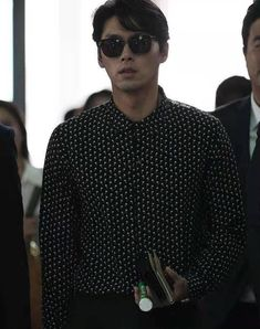 Hyun Bin, Airport Style, Airport Fashion, My Crush, Chef Jackets, Mens Sunglasses, Men Sweater, Sweaters, Education