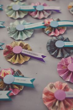 simplified version of these pinwheel escort cards (maybe some in pink & some in purple to differentiate) #diy Linda and I to experiment