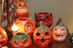 Vintage Halloween Candy Band A stunning lantern collection - very jealous! Retro Halloween, Halloween Images, Holidays Halloween, Halloween Outfits, Spooky Halloween, Halloween Pumpkins, Halloween Crafts, Halloween Ideas, Halloween Costumes
