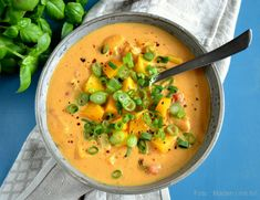Curry soup – lovely soup with chicken and peaches – madenimitliv. Fall Recipes, Soup Recipes, Snack Recipes, Dinner Recipes, Recipies, Healthy Snacks, Healthy Recipes, Curry Soup, Vegetarian Main Dishes