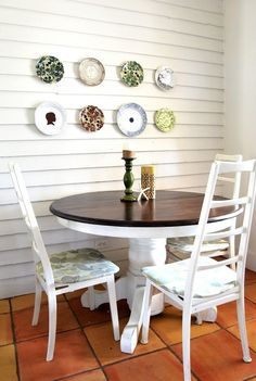 Plate wall decoration for a dining room. Decoration ideas on budget