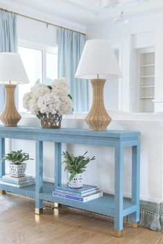 A First Look into Roxy's North Carolina Home – Society Social Elegant Home Decor, Elegant Homes, Blue Home Decor, Traditional House, Traditional Design, Florida Home Decorating, Beach Cottage Style, Beach House, Interior Decorating