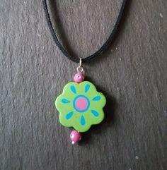 Green Wooden Sun Beaded Pendant Choker Necklace