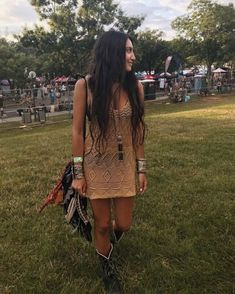 A knit mini dress with a peek-a-boo effect nicely exposing the shade of your lingerie or better, swimsuit Festival Mode, Festival Wear, Festival Style, Music Festival Outfits, Music Festival Fashion, Casual Summer Outfits, Spring Outfits, Birthday Outfit For Women, Clothes For Women