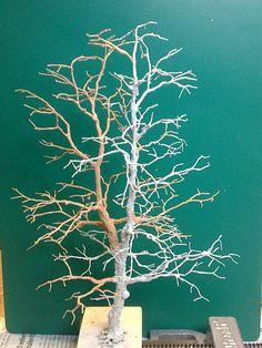 Baumbau---Bau_einer_Eiche_nach _der_Drahtdrillmethode