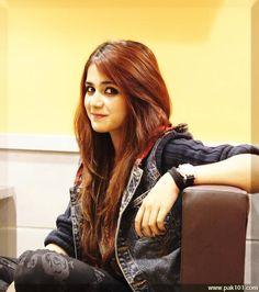 Aima_Baig_Pakistani_Female_Singer_And_Host_Celebrity_7_phexm_Pak101(dot)com.jpg (700×790)