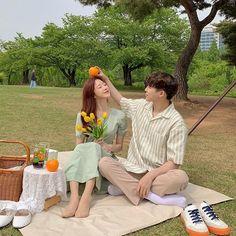 Korean Couple Photoshoot, Pre Wedding Photoshoot, Couple Shoot, Matching Couple Outfits, Ulzzang Couple, Couple Aesthetic, Cute Couple Pictures, Cute Couples Goals, Couple Goals