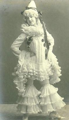 For Jules Janin and Théophile Gautier, Pierrot was not a fool but an avatar of the post-Revolutionary People, struggling, sometimes tragically, to secure a place in the bourgeois Old Circus, Dark Circus, Circus Clown, Night Circus, Circus Art, Vintage Clown, Vintage Costumes, Vintage Halloween, Vintage Carnival