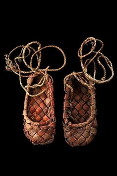 Maybe these Russian shoes are like those of the meso-lithic people, very simple, made from rushes. Historical Costume, Historical Clothing, Historical Women, Costume Russe, Folk Costume, Costumes, Mode Russe, Ballet Shoes, Dance Shoes