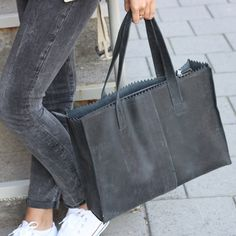 MY-OOHHH-MYYY...PAPER BAG Go Off Black. #myomy #go #paperbag #mypaperbag #good #fairtrade #bag #grey #grijs #zwart #black Fashion Handbags, Fashion Bags, Leather Craft, Leather Bag, Laptop Bag For Women, Crossbody Bag, Tote Bag, Off Black, Green Bag
