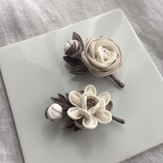 Cute Sewing Projects, Kanzashi Flowers, Leather Flowers, Japanese Fashion, Hair Piece, Decoration, Fabric Flowers, Origami, Diy And Crafts
