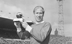 Bobby Charlton,(Angleterre) Ballon d'Or.1966 (milieu - Manchester United)