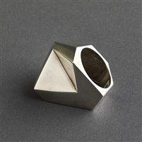 Takashi Wada sterling silver modernist angular small ring, signed by Takashi Wada