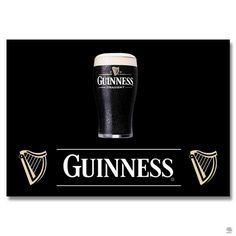 PLACA METAL GUINNESS A cerveja preta sob o fundo preto, ainda assim, o copo de Guinness é claro e evidente, gelado, suado e convidativo. Essa placa de metal decora e desperta vontade de saborear essa bebida apaixonante.