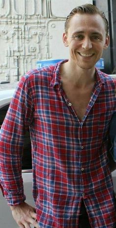 Tom Hiddleston. Looking perfect.