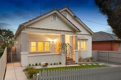 Cream and white Californian bungalow. 19 Collings Street BRUNSWICK WEST