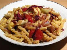Gourmandises végétariennes: Lauwarmer Nudelsalat mit Radicchio und Artischockenherzen (vegan)