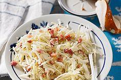 Bayrischer Krautsalat mit Speck, ein gutes Rezept aus der Kategorie Schwein. Bewertungen: 83. Durchschnitt: Ø 4,5.