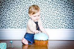 My 1st Birthday Cupcake prop photo shoot idea;)