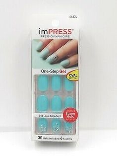The advantage of the gel is that it allows you to enjoy your French manicure for a long time. There are four different ways to make a French manicure on gel nails. The choice depends on the experience of the nail stylist… Continue Reading → Teal Nails, Soft Nails, Kiss Nails, My Nails, Natural Fake Nails, Impress Nails, American Nails, Beautiful Nail Polish, Special Nails