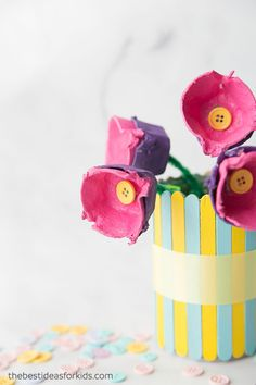 Make these egg carton flowers in a tin can! The perfect egg carton craft idea for Spring or Mother's Day. Diy Crafts For Tweens, Diy Crafts For Gifts, Craft Projects For Kids, Crafts For Kids To Make, Easy Diy Crafts, Diy Crafts Videos, Art For Kids, Kids Diy, Project Ideas