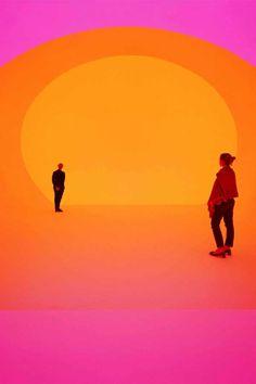 #JamesTurrell pasó más de doce mil horas enfrentándose al #cielo como piloto aviador, quedando obsesionado. Fue así que lo convirtió en su principal objeto de estudio y lienzo, permitiéndonos experimentar los #efectosópticos y emocionales de la #luminosidad a través de su obra, como él lo hizo en los aires.