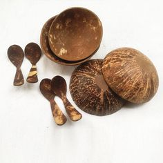 organic coconut shell bowl set 4 bowls with spoons size 10 x 5 cm fill 300 - 400 ml,vegan, ecofriendly,coconut shell bowl,spa Coconut Cups, Coconut Ideas, Coconut Shell Crafts, Wooden Gifts, Gadgets And Gizmos, Easter Gift, Bowl Set, Diy And Crafts, Shells